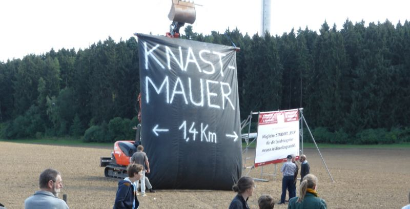 Demonstration der Knastmauer